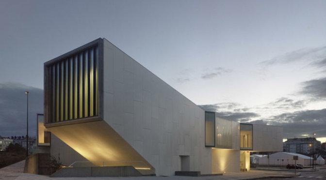Biblioteca de Carballo por Marmolería José Rey